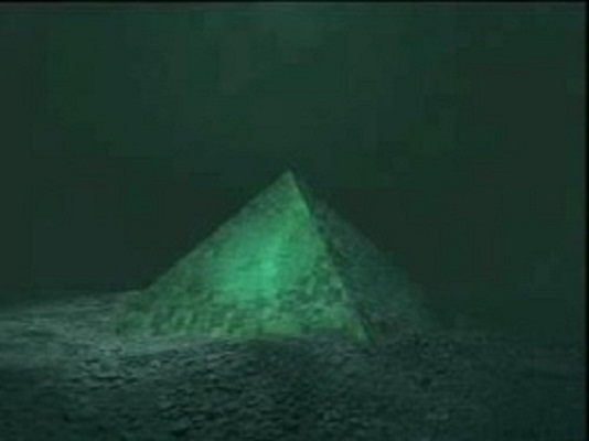 Two Giant Underwater Crystal Pyramids Discovered in the Center of the Bermuda Triangle Glass-Pyramids-Discovered-at-Bermuda-Triangle-1