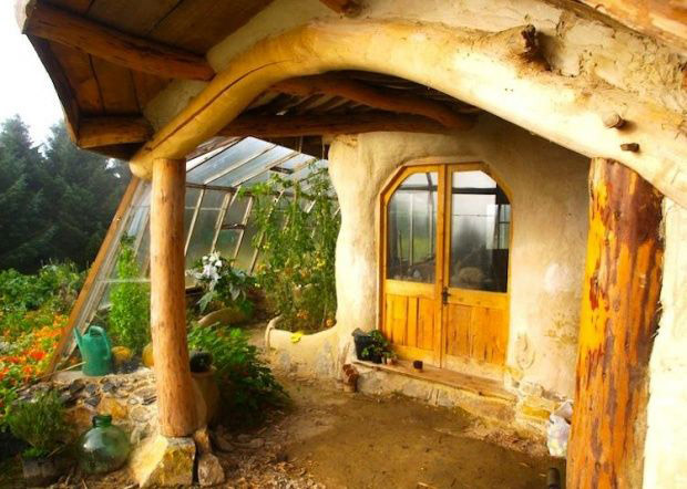 A-beautiful-Hobbit-garden-shed-2