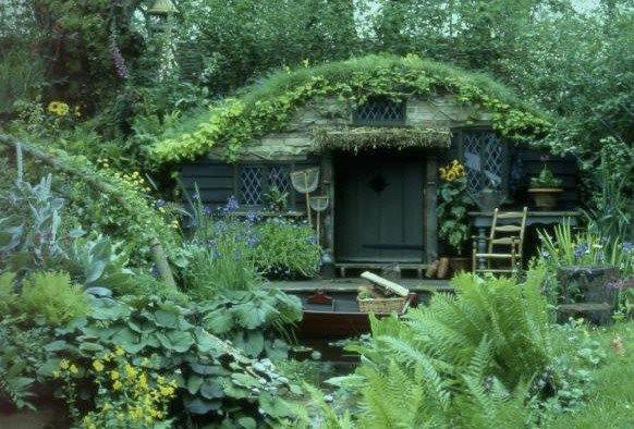 A-beautiful-Hobbit-garden-shed